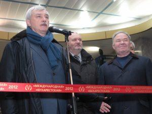Георгий Полтавченко в метро, фото пресс-службы Смольного