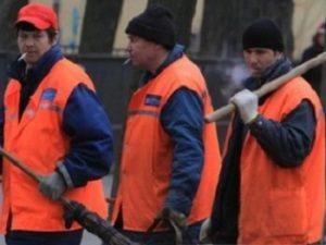 Дворники-мигранты, фото с сайта asninfo.ru