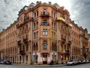 Доходный дом в Петербурге, фото с сайта hata.ru