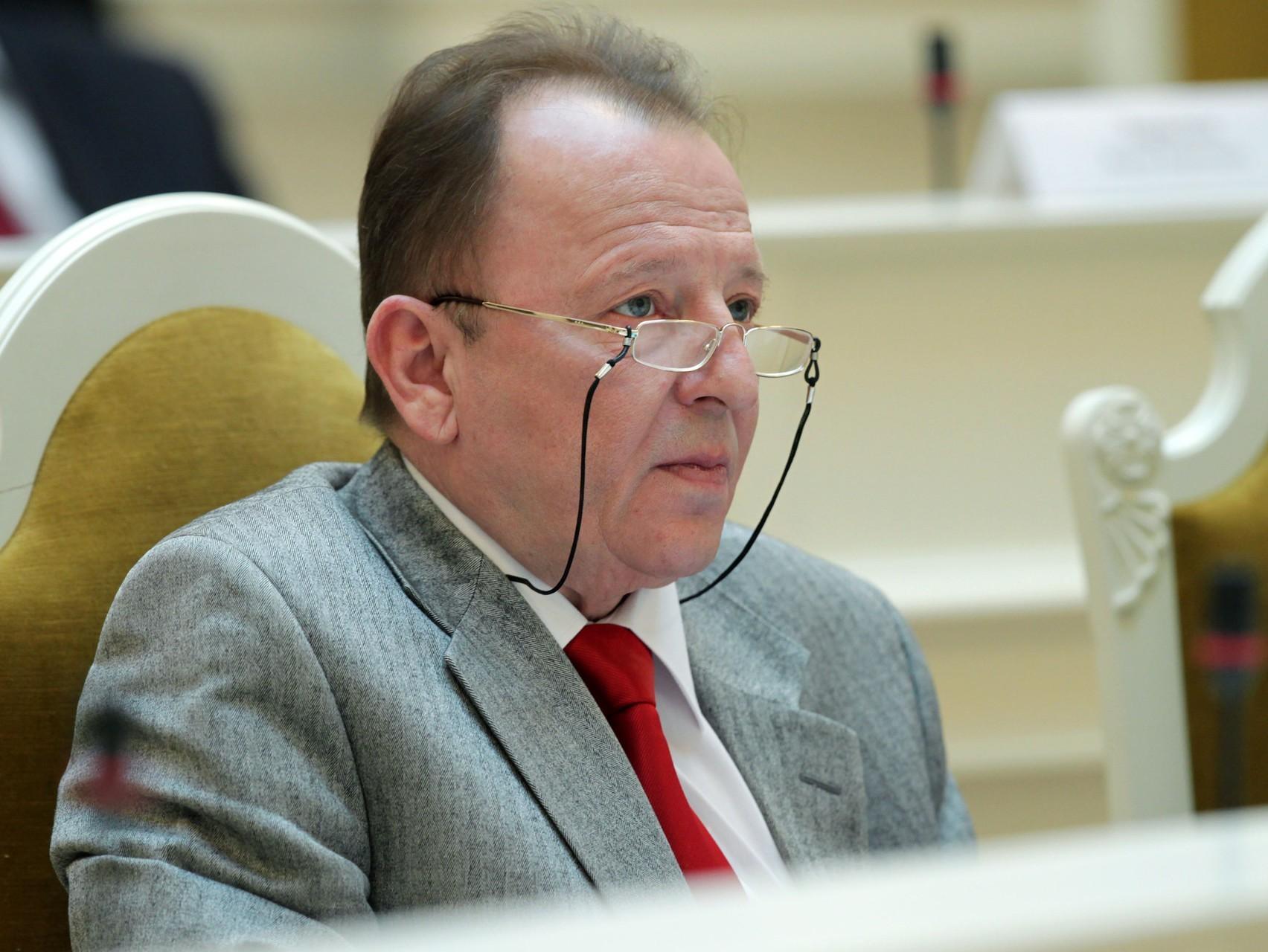 Руководитель стройфирмы «Воин-В» Глущенко признался вдаче взятки экс-депутату Нотягу