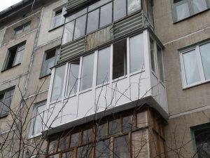 балкон дом окно