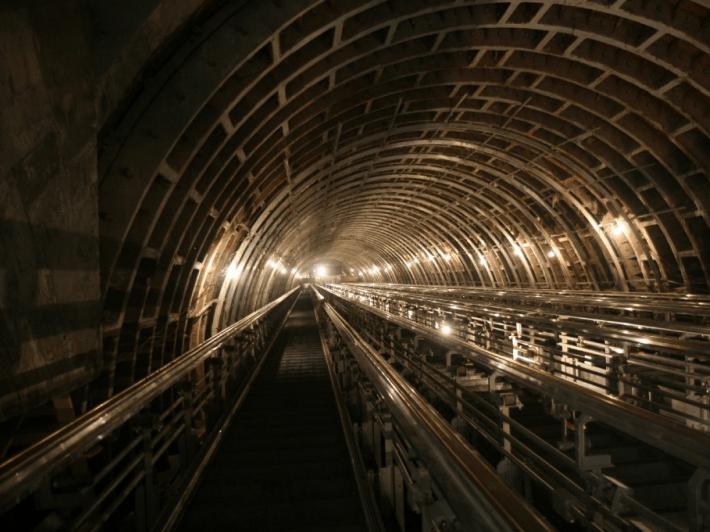 монтаж эскалатора, фото ОАО Метрострой