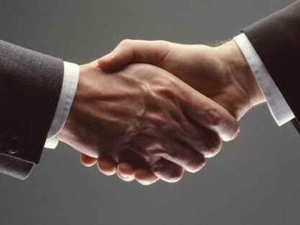 рукопожатие, бизнес, сделка, договор, руки, фото с сайта enzoclub.ru