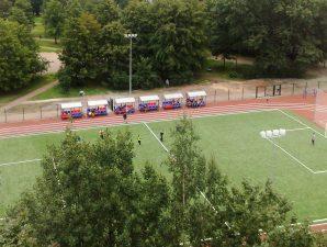 школьный стадион, спортивная площадка, футбол, фото с сайта www.amira.ru
