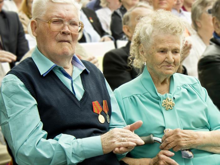 день семьи 2015 пенсионеры Пожилая семейная пара