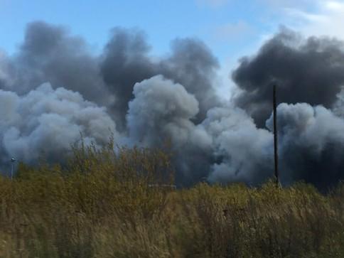 Сверепый пожар наскладе вПетербурге мог появиться из-за сварочных работ
