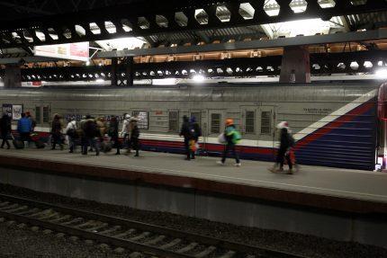 железная дорога железнодорожный транспорт ржд московский вокзал платформа пассажиры почтовый вагон почта россии