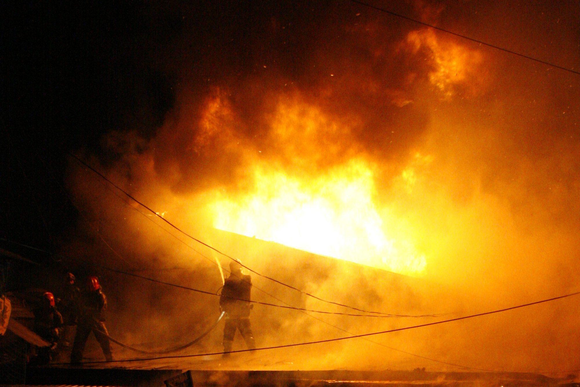 огонь возгорание пожар апраксин двор 5 марта 2009 года