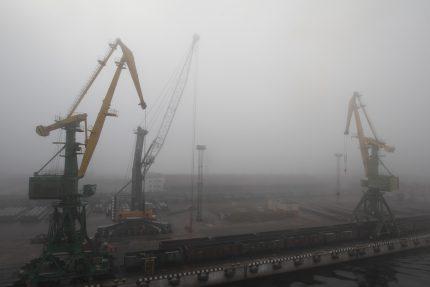 морской канал порт санкт-петербурга краны туман