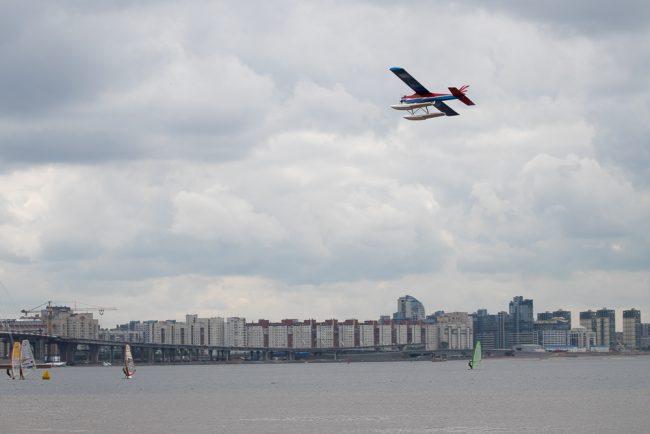 авиамодель самолётик  водный фестиваль финский залив