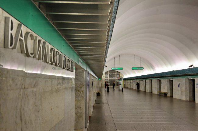 Закрыта навход для пассажиров станция метро «Василеостровская» вПетербурге