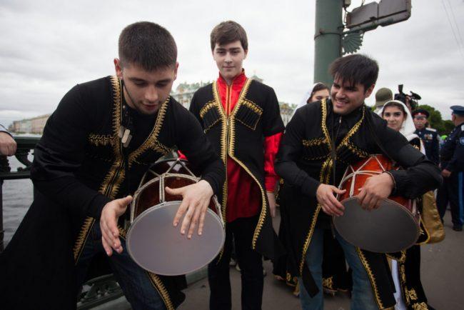 бал национальностей народные костюмы культура музыка
