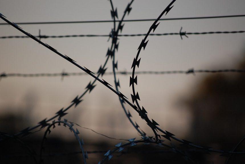 тюрьма колючая проволка арест изолятор сизо лишение свободы граница