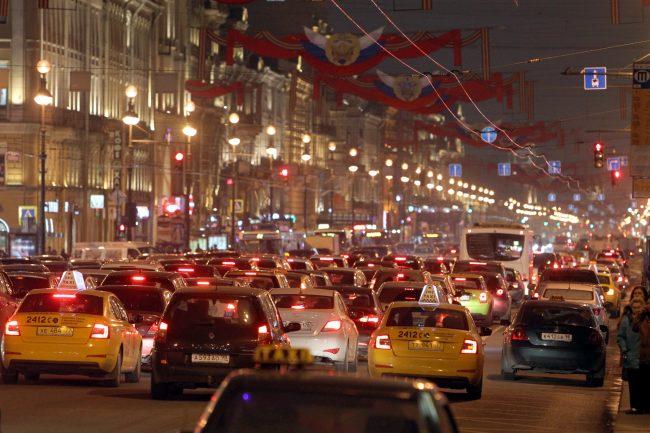 Движение поТроицкому мосту закроют из-за «Алых парусов»