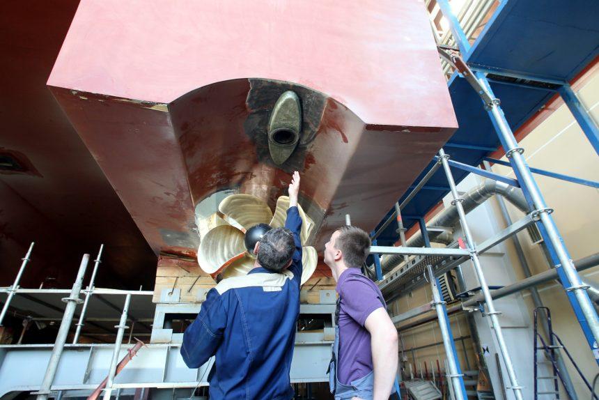 средне-невский судостроительный завод снсз оск строительство катамарана из композитных материалов кораблестроение рабочие