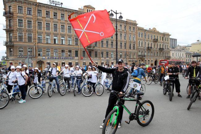 большой велопарад 2016 велосипедисты велодвижение флаг санкт-петербурга