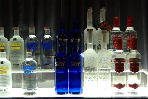 ВПетербурге приставы изъяли около 250 тыс. бутылок водки задолги компании