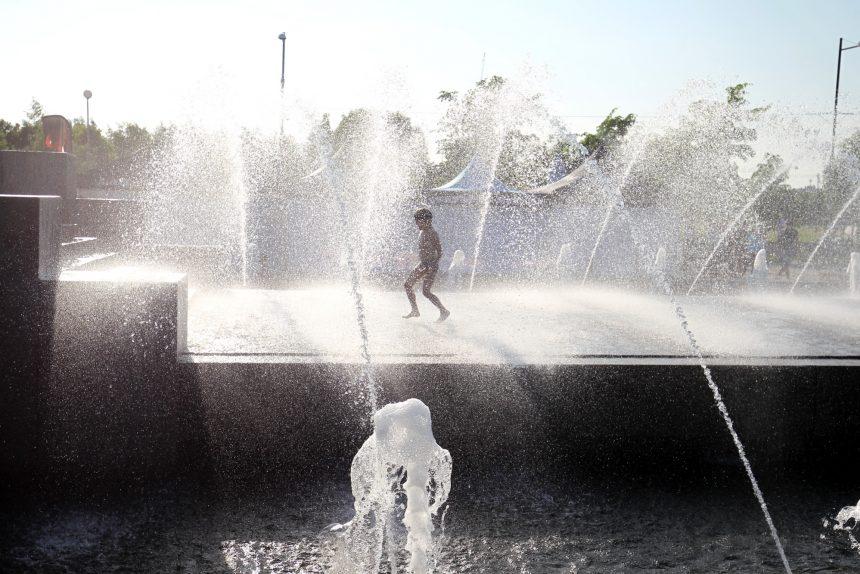 парк 300-летия фонтаны купание жара вода дети