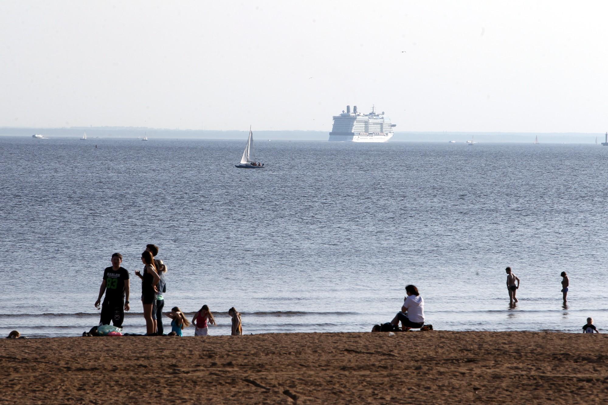 пляж парк 300-летия финский залив море яхта лайнер