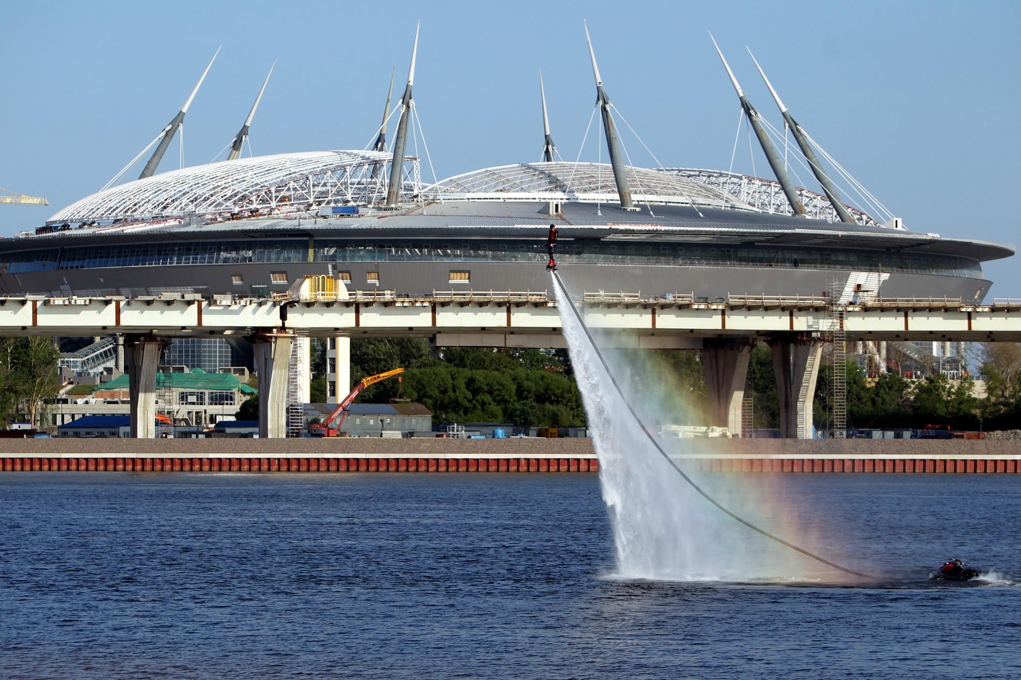стадион на крестовском острове зенит-арена водный фестиваль радуга флайборд гидрофлай