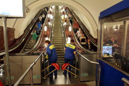 метрополитен эскалатор уборка