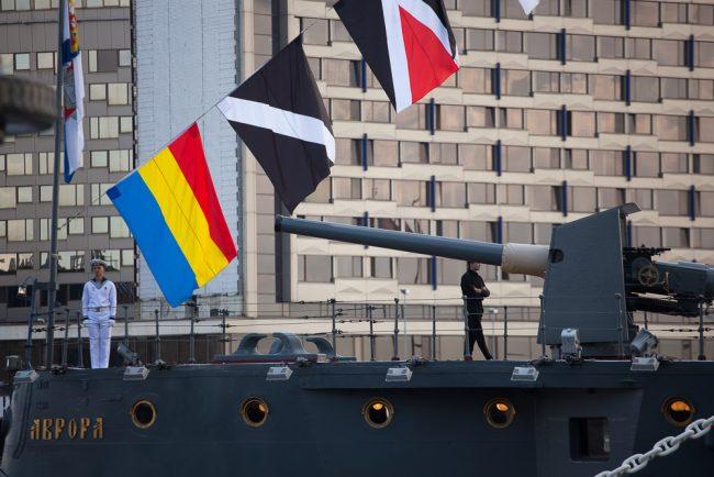 день военно-морского флота вмф крейсер аврора моряки флаги