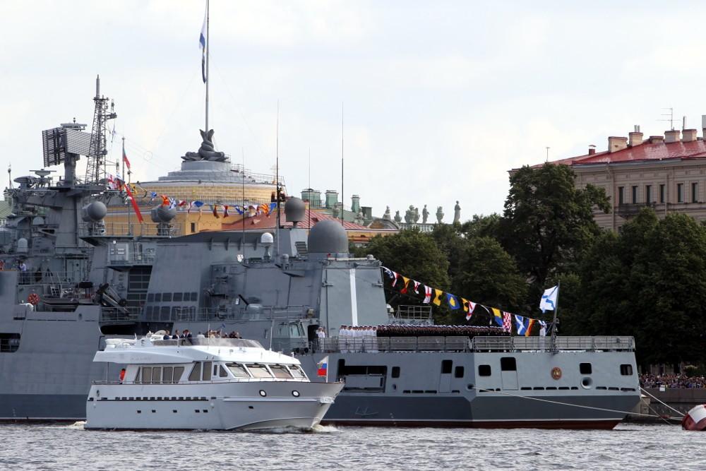 день военно-морского флота вмф парадный строй кораблей фрегат адмирал эссен