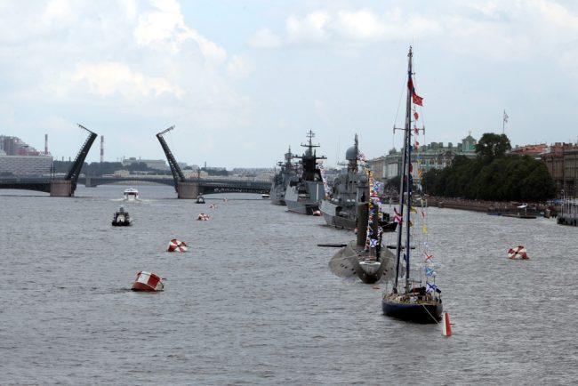 день военно-морского флота вмф корабли парадный строй дворцовый мост разведён