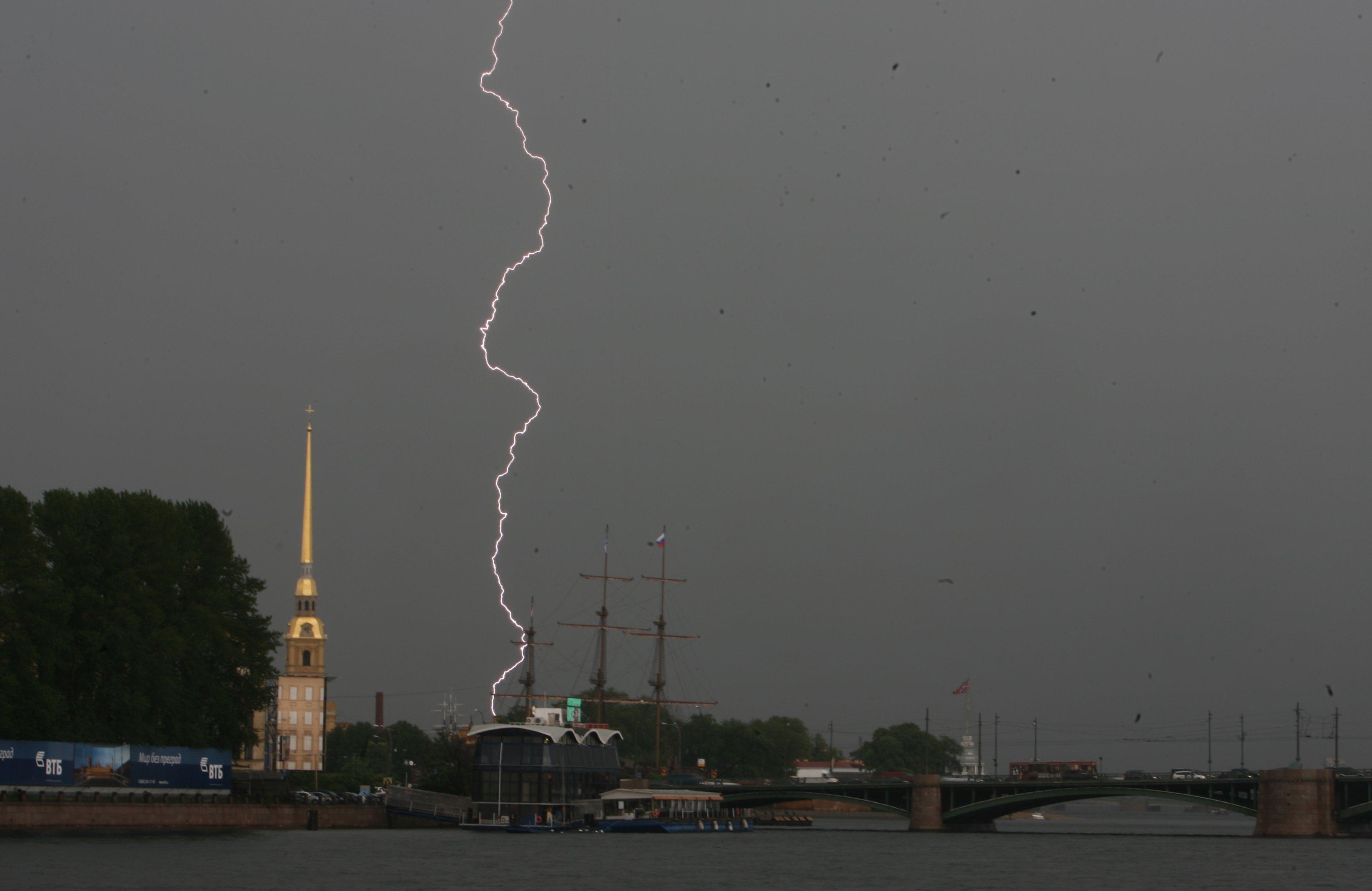 гроза молния петропавловская крепость