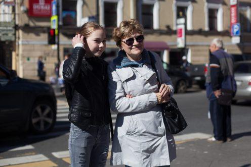 Надежда Алексеевна, бабушка, Катя 10 лет, школьница