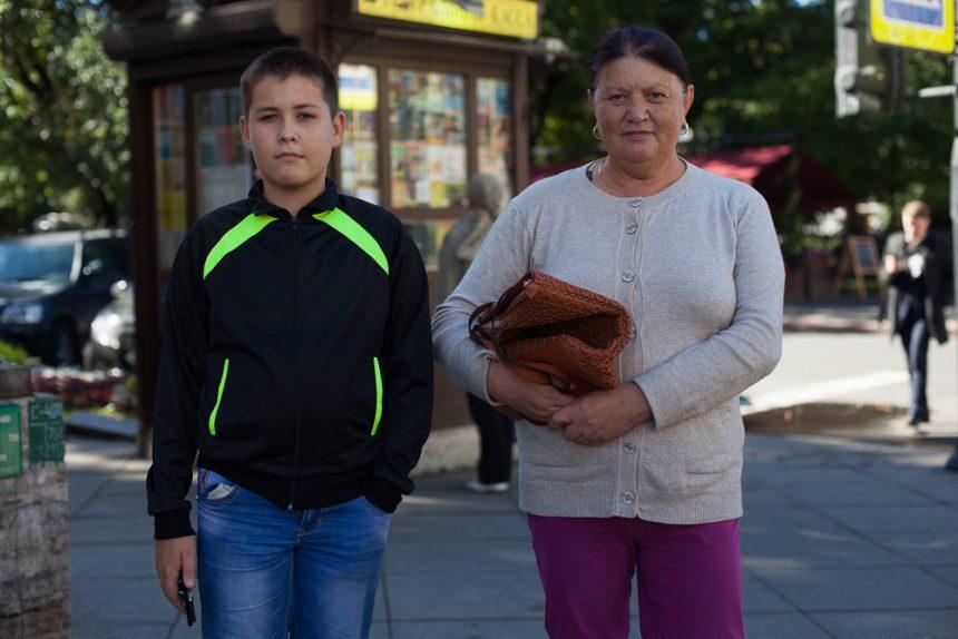 бабушка и внук диалоги на улицах