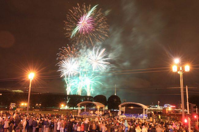 фестиваль музыка над невой фейерверк стрелка васильевского острова