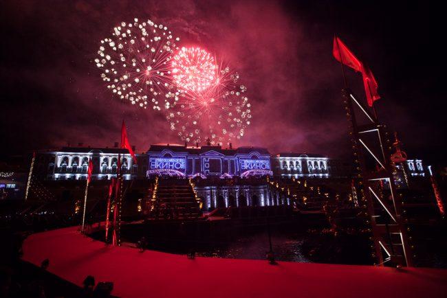 большой праздник фонтанов петергоф год кино  советский голливуд