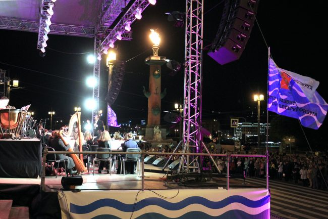 фестиваль музыка над невой стрелка васильевского острова биржа ростральные колонны