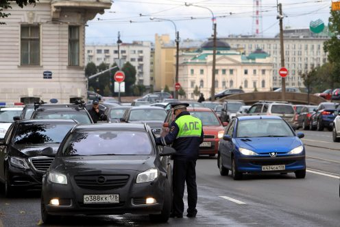 ВПетербурге двое служащих ДПС обвиняются вполучении взятки
