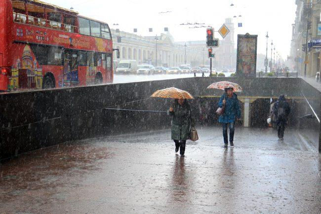 дождь зонтики невский проспект садовая улица подземный переход
