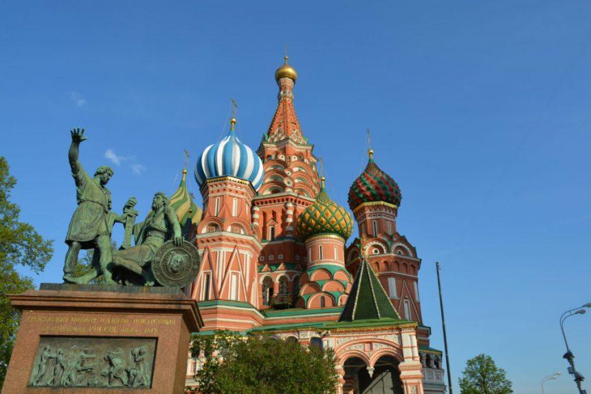 памятник минину и пожарскому в москве храм василия блаженного