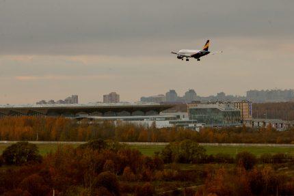посадка самолёта в аэропорту Пулково авиакомпания Донавиа