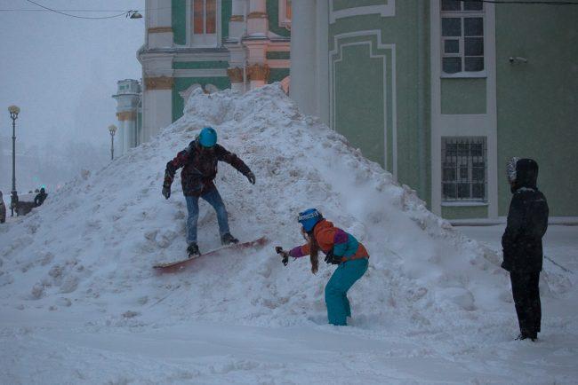 снег снегопад зима в Петербурге сугробы сноуборд дворцовая