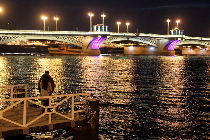 благовещенский мост лейтенанта шмидта нева ночь пара любовь