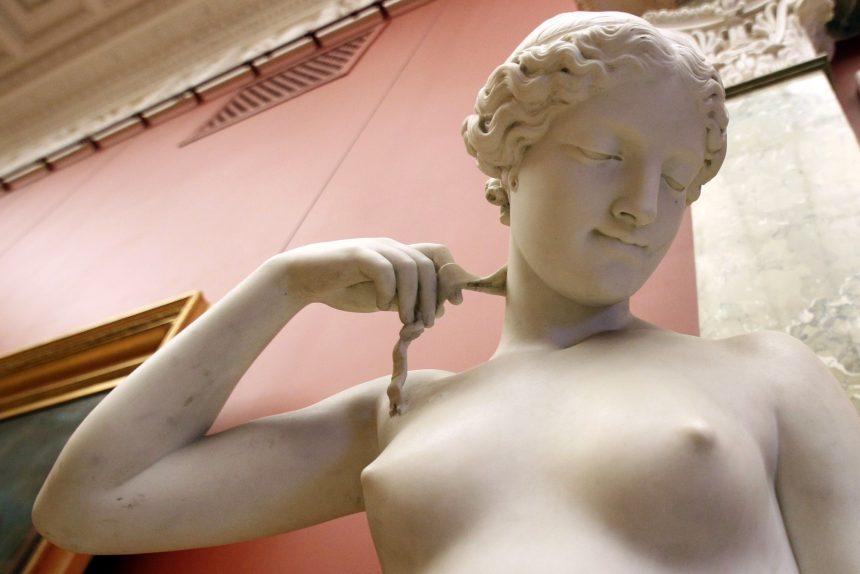русский музей статуя скульптура нимфа обнажённая грудь бюст сиськи