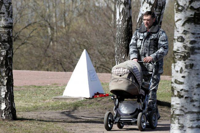 Аллея Славы Полежаевский парк детская коляска прогулка