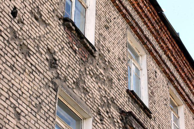 историческое здание 2-я Комсомольская 13 выбоины
