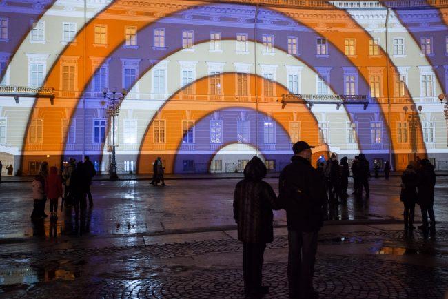 Дворцовая площадь световое шоу на здании главного штаба