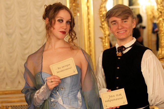 выставка как одевался великий немой исторические костюмы кинематограф большой дворец петергоф красивая девушка