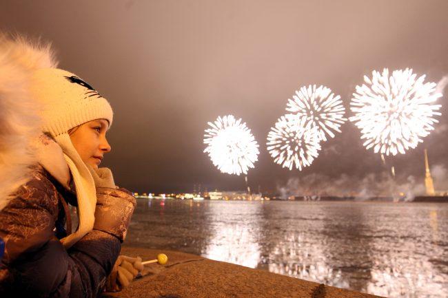 30 декабря фейерверк нева петропавловская крепость ребёнок чупа-чупс