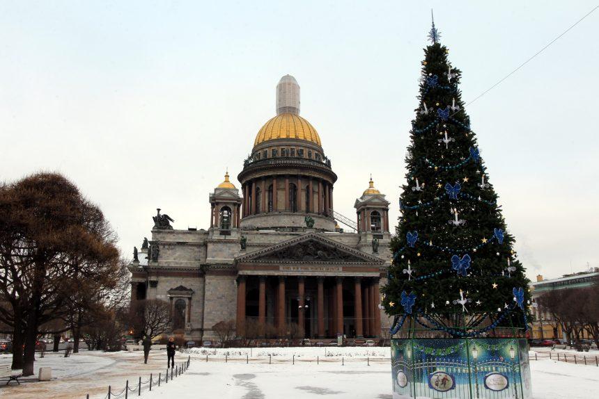Исаакиевский собор и новогодняя ёлка