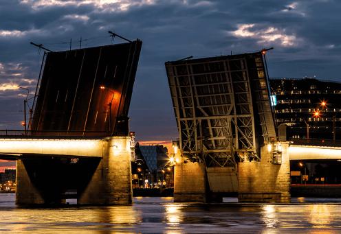 Мост Александра Невского будет разведён две ночи подряд