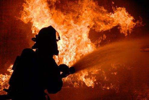 НаЧкаловском проспекте тушили пожар воднокомнатной квартире