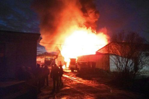 ВКолпинском районе горел завод «Военохот»